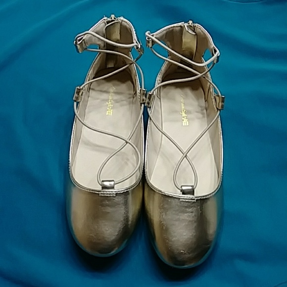 American Eagle By Payless Other - AMERICAN EAGLE GOLD GIRL SHOES SIZE 3